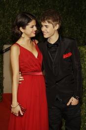 Justin Bieber y Selena Gomez en la fiesta Vanity Fair de los Oscar 2011