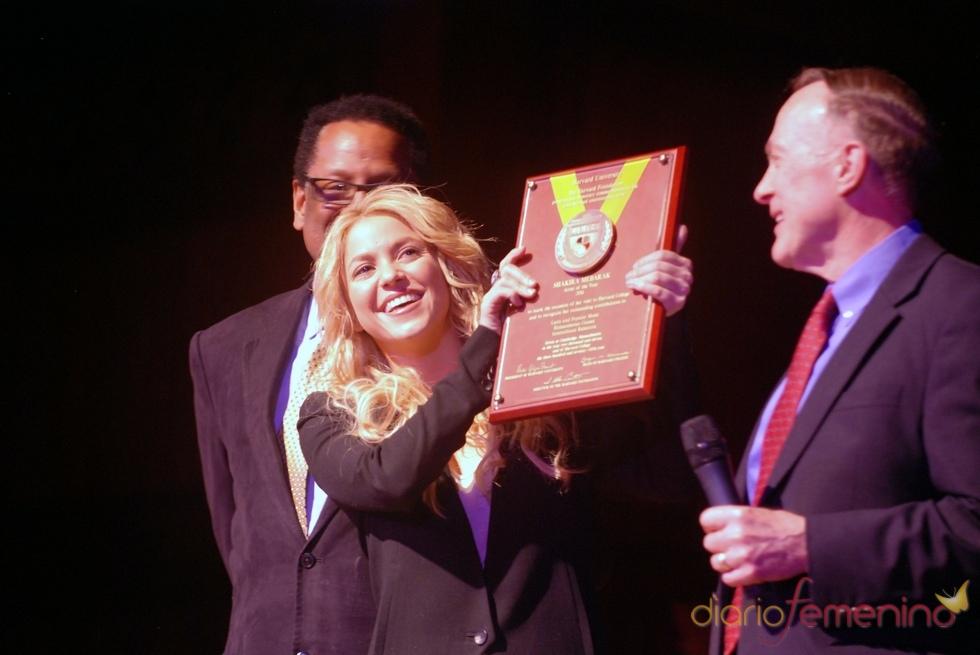 Shakira recoge su premio 'Artista del Año 2011'
