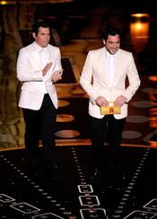 Javier Bardem y Josh Brolin en la gala de los Oscar 2011