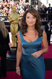 Susanne Bier posa en la alfombra roja de los Oscars 2011