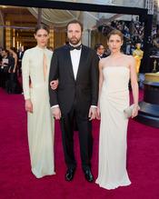 Yorgos Lanthimos en la alfombra roja de los Oscars 2011