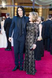 Russell y Barbara Brand en la alfombra roja de los Oscars 2011