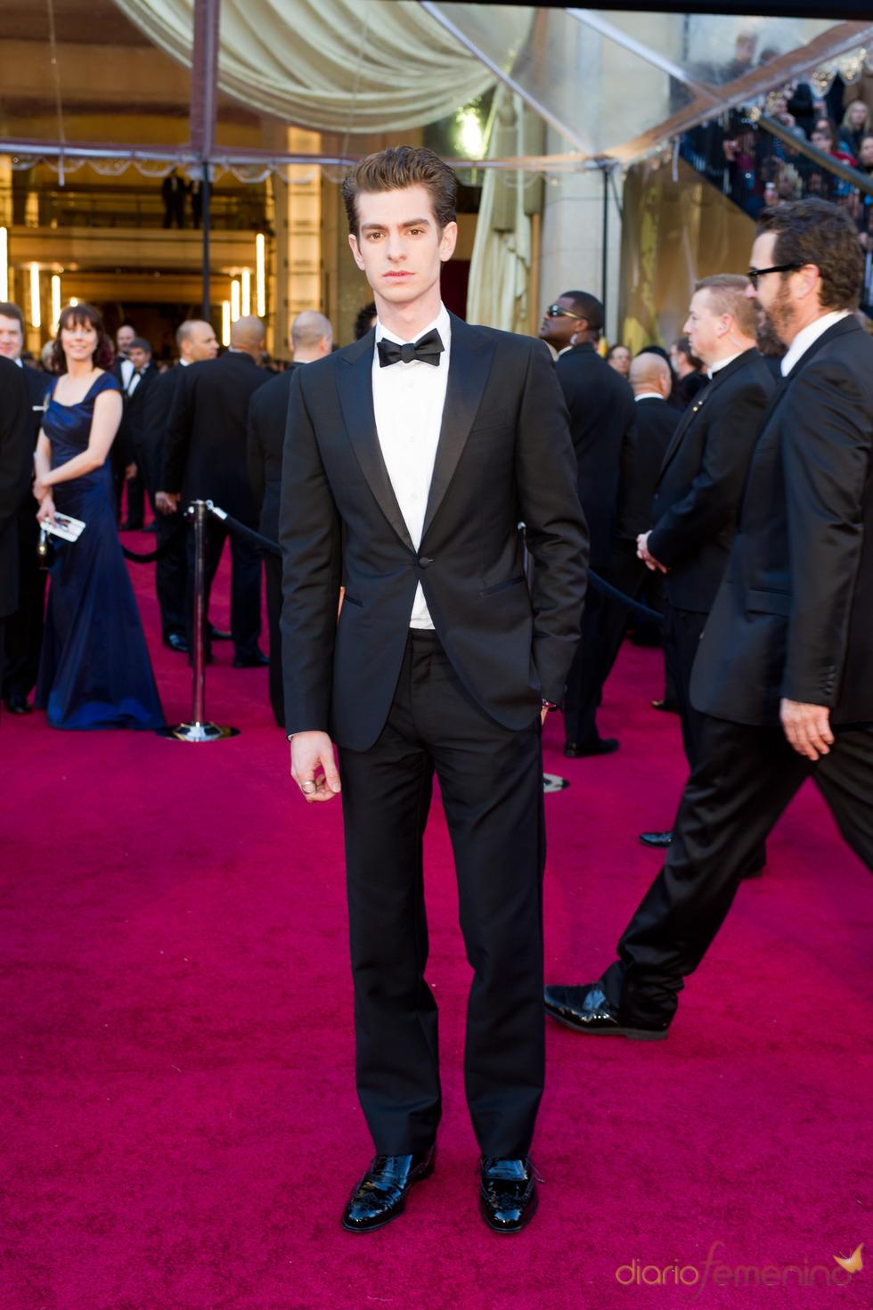 Andrew Garfield en la alfombra roja de los Oscars 2011