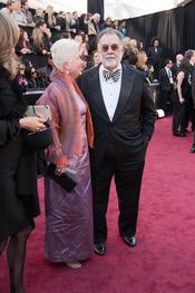 Eleanor y Francis Ford Coppola en la alfombra roja de los Oscars 2011