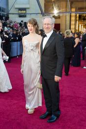 Destry y Steven Spielberg en la alfombra roja de los Oscars 2011