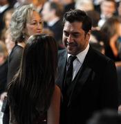 Javier Bardem y Penélope Cruz durante la cena de los Oscars 2011