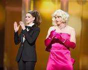 James Franco y Anne Hathaway travestidos en los Oscar 2011
