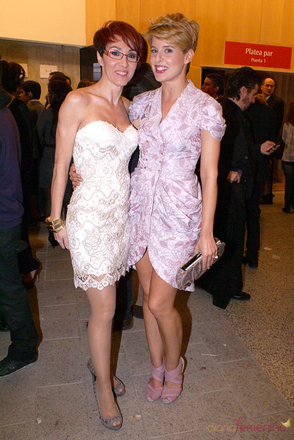 Tania Llasera y Lola González en el cóctel de los Premios TP