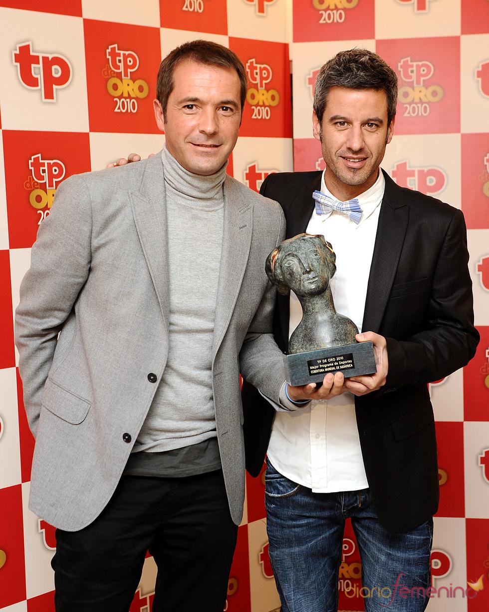 Manu Carreño y Nico Abad con el TP de Oro 2010 a la 'Mejor información de deportes'