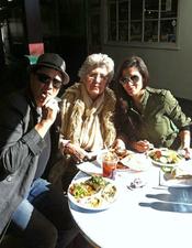 Pilar Bardem, Carlos Bardem y su novia Celia Blanco en Los Ángeles