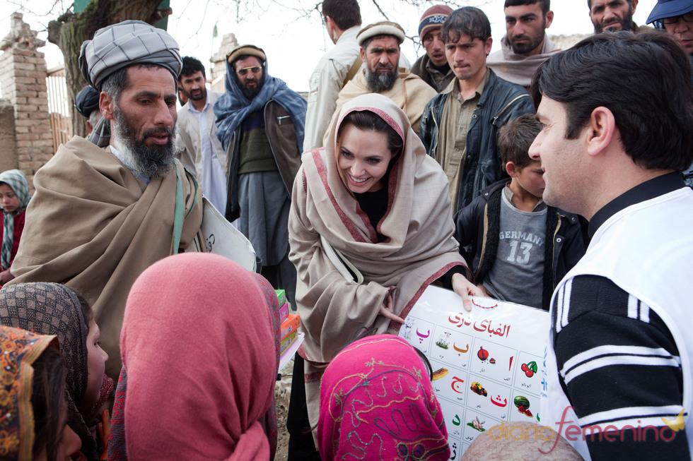 Angelina Jolie viaja hasta Afganistán para ayudar a los niños