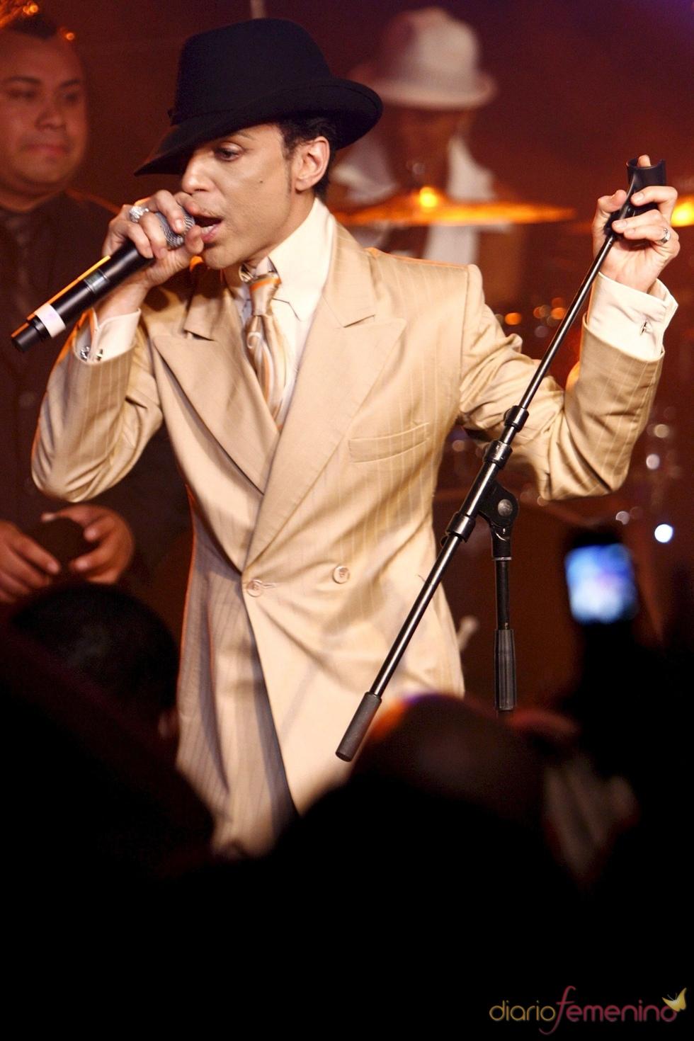 Demandan al cantante Prince por un supuesto impago