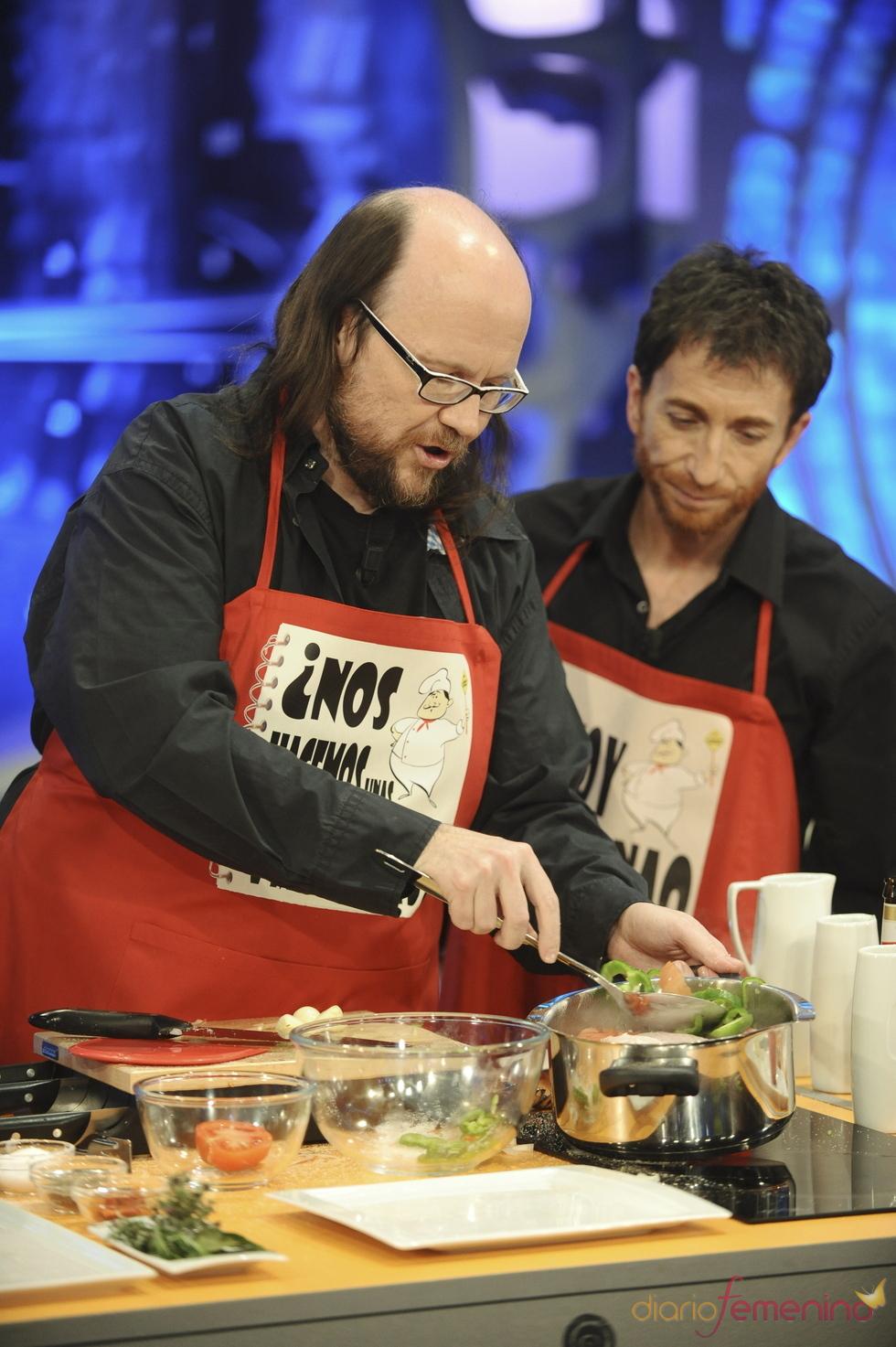 Santiago Segura cocina 'Pollo a la Pantoja' en 'El hormiguero'