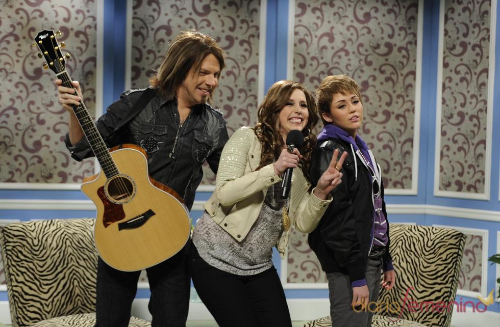 Miley Cyrus imita a Justin Bieber