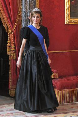 La Princesa Letizia de negro riguroso
