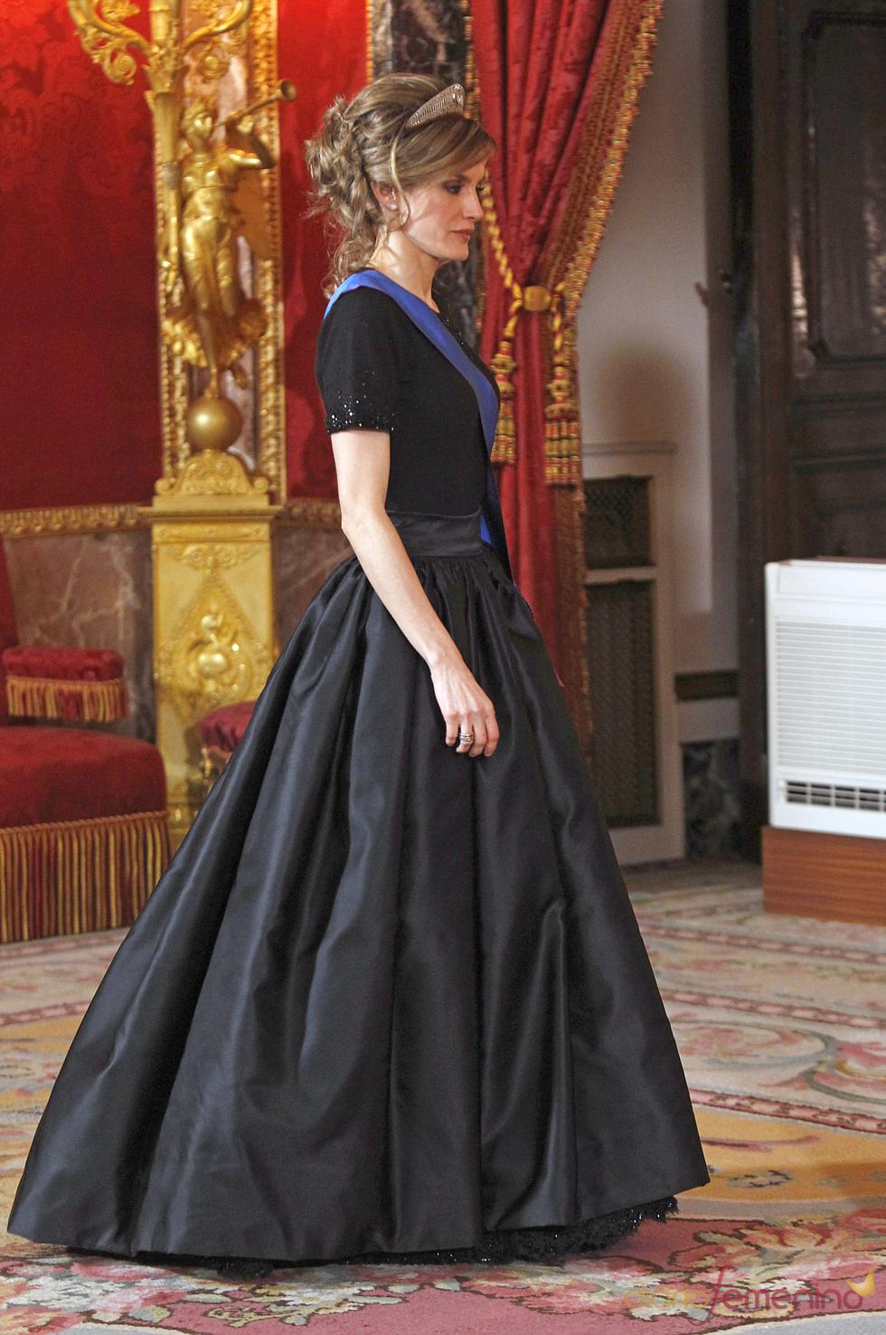 La elegancia de Letizia en la cena de gala en honor al Presidente de Chile