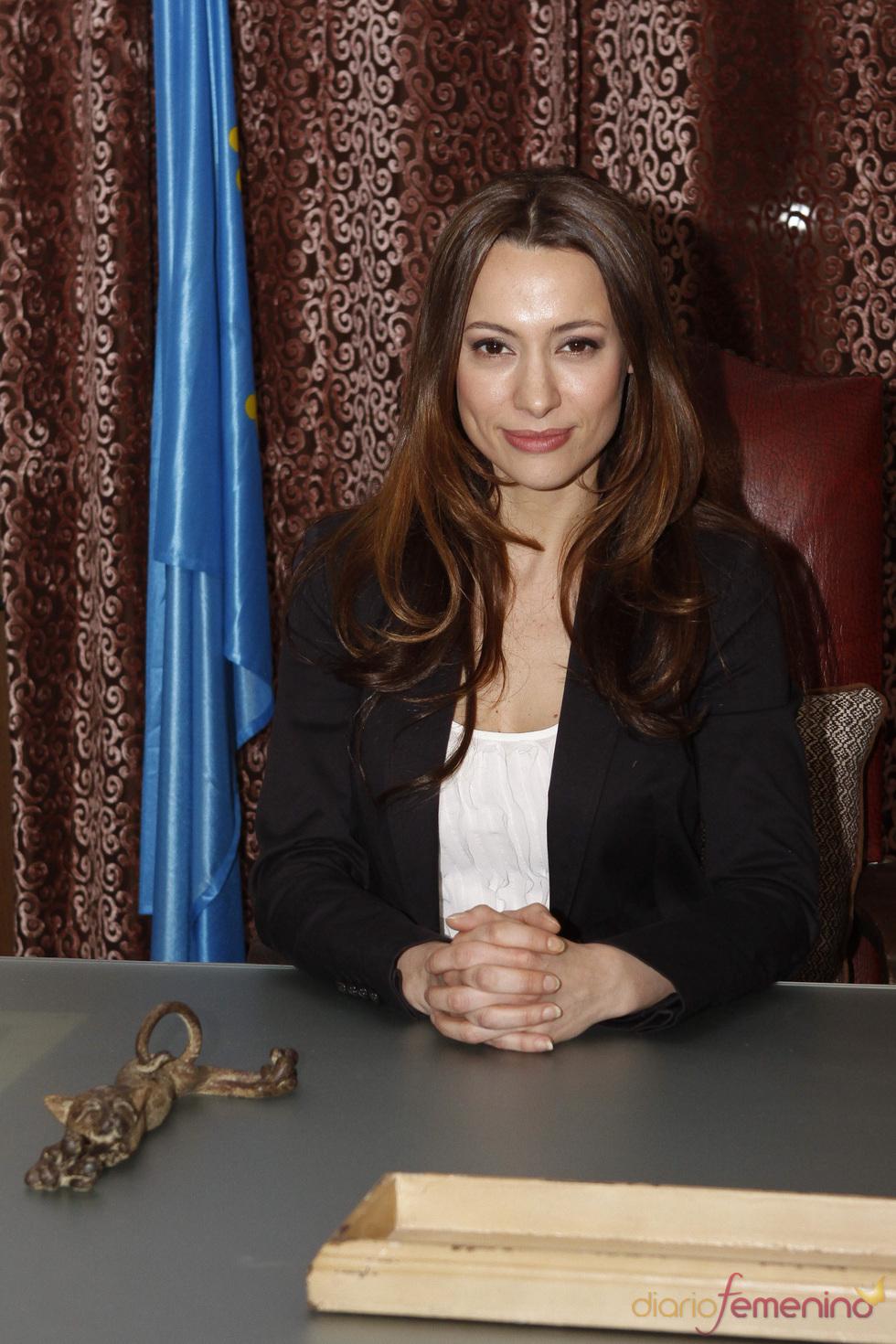 Natalia Verbeke en el Ayuntamiento de 'Doctor Mateo'