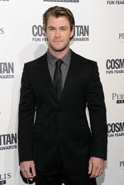 Chris Hemsworth, muy guapo en una fiesta