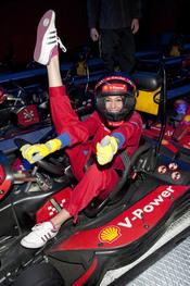 Almudena Cid convertida en un piloto de Fórmula 1 el Día de la Mujer Trabajadora