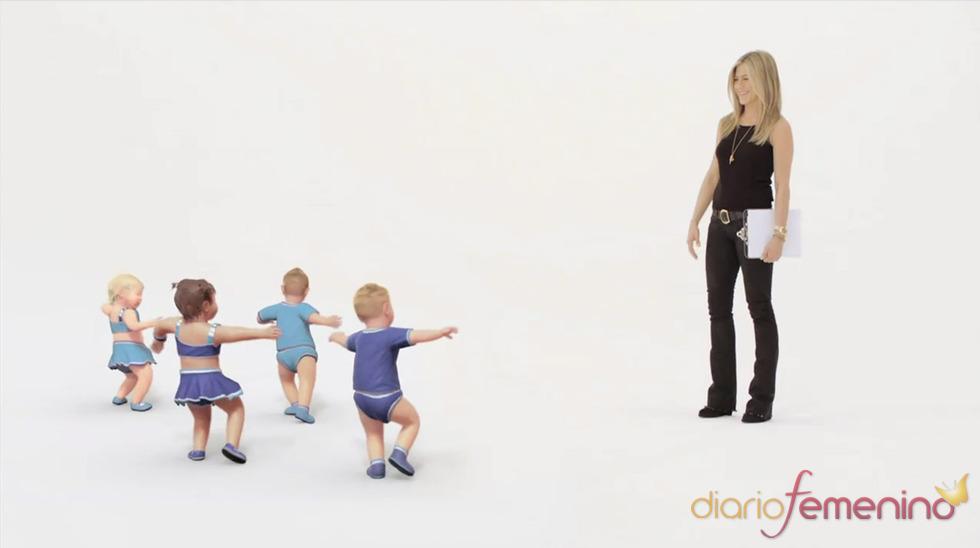 Jennifer Aniston alucina con los bebés bailongos en el anuncio de Smart Water