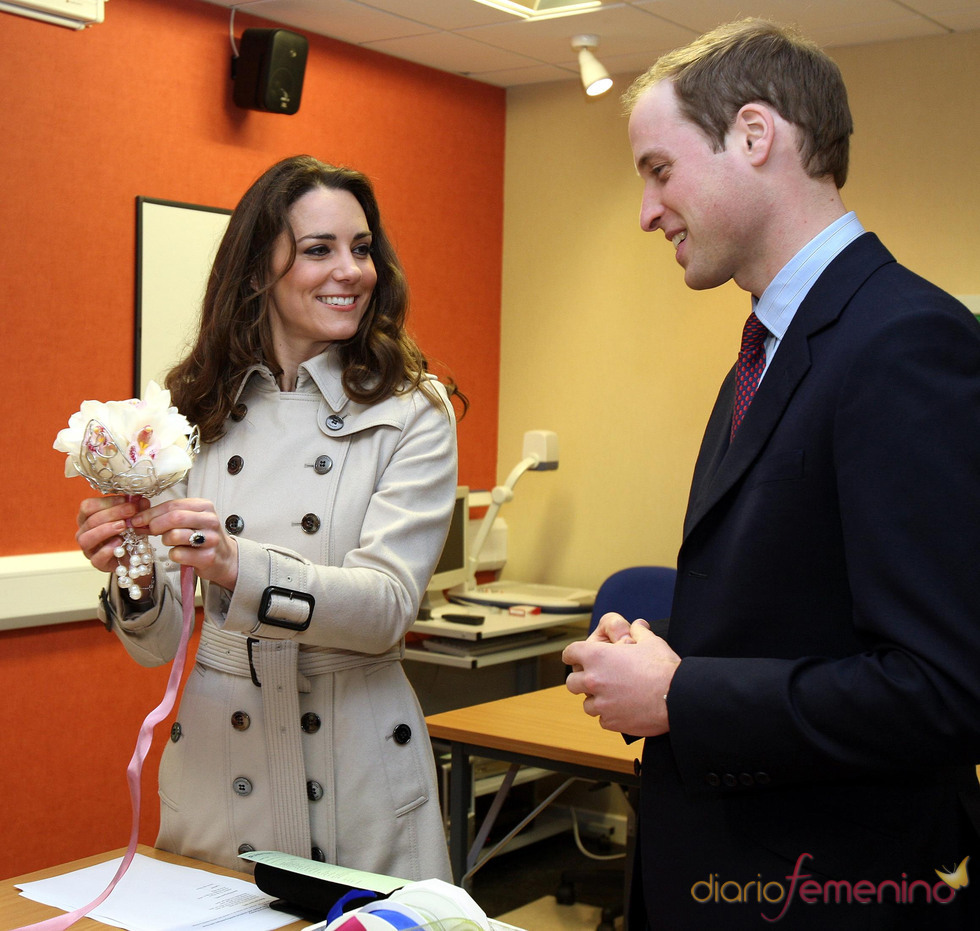 Kate Middeton emocionada con su regalo: un ramo de flores blancas