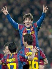 Messi, Villa, Pedro y Busquets celebran un gol del Barça