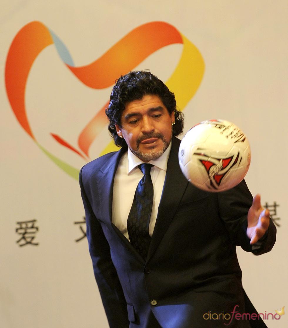 Diego Armando Maradona presume de su juego
