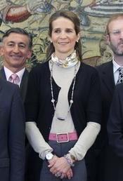 La Infanta Elena con los representantes de 'Un juguete, una ilusión'