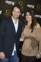 Carlos Moya y Carolina Cerezuela en el estreno de 'Torrente 4: lethal crisis'