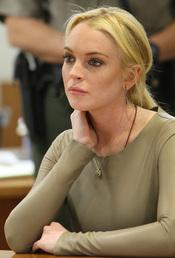 Un juez concede dos semanas a Lindsay Lohan para evitar ir a la cárcel por el robo del collar