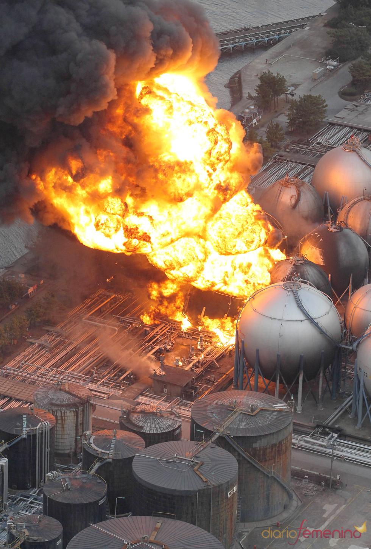 Se suceden los incendios tras el terremoto de Japón