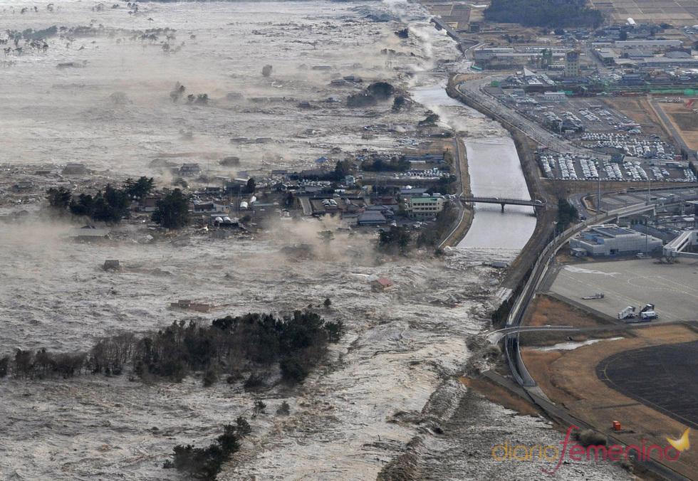 El destructor tsunami de Japón avanza sobre Iwanuma
