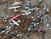 Aviones y coches destruidos en Sendai