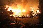 Terrible incendio en Natori tras el terremoto y tsunami