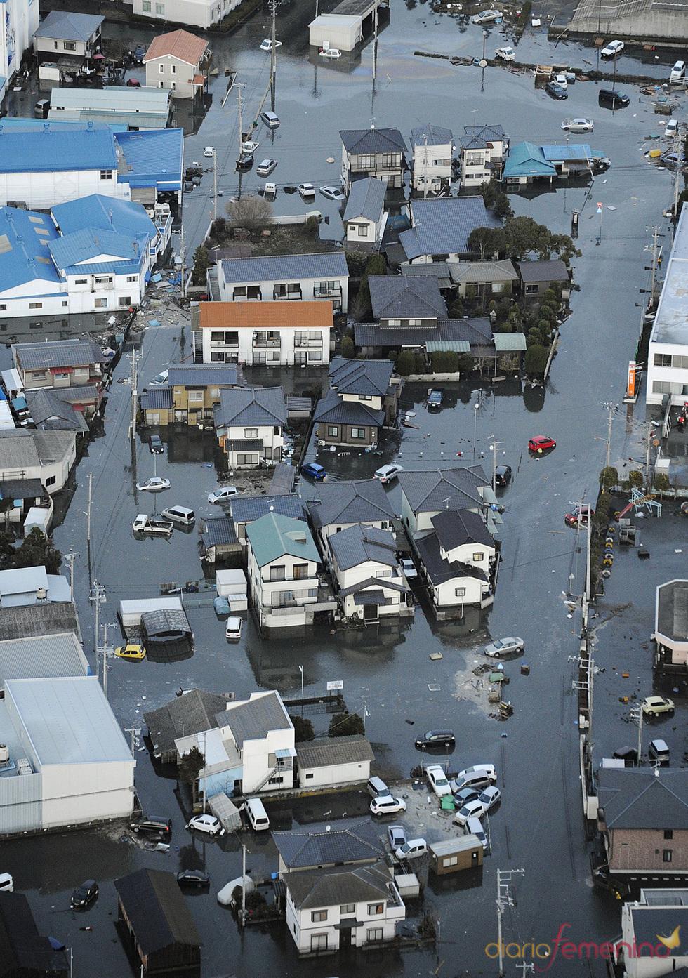 Casas inundadas tras el tsunami de Japón