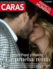 Gerard Piqué y Shakira besándose en una revista