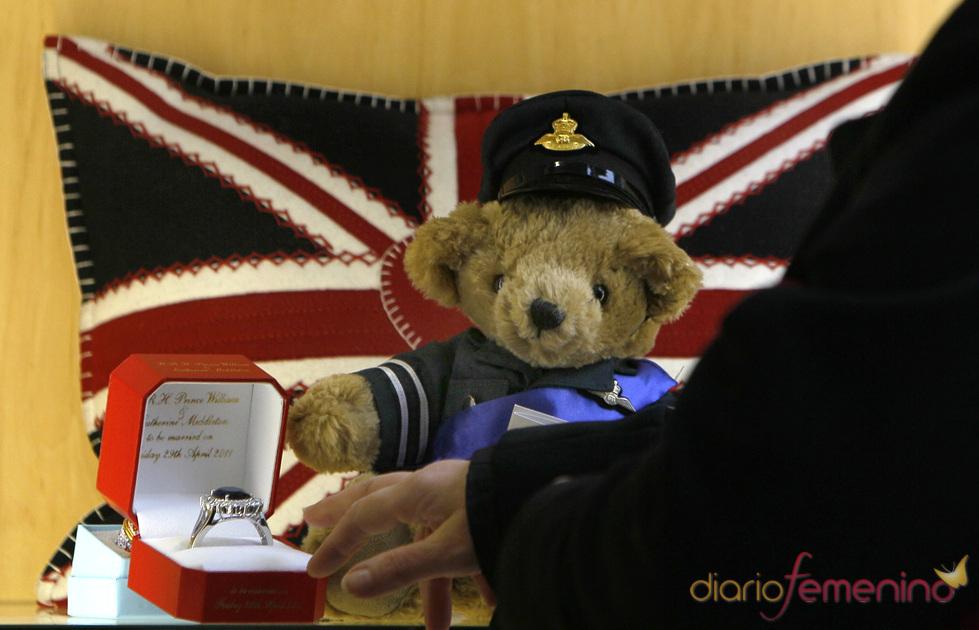 Souvenir de osito de peluche de la boda de Kate Middleton y Guillermo de Inglaterra