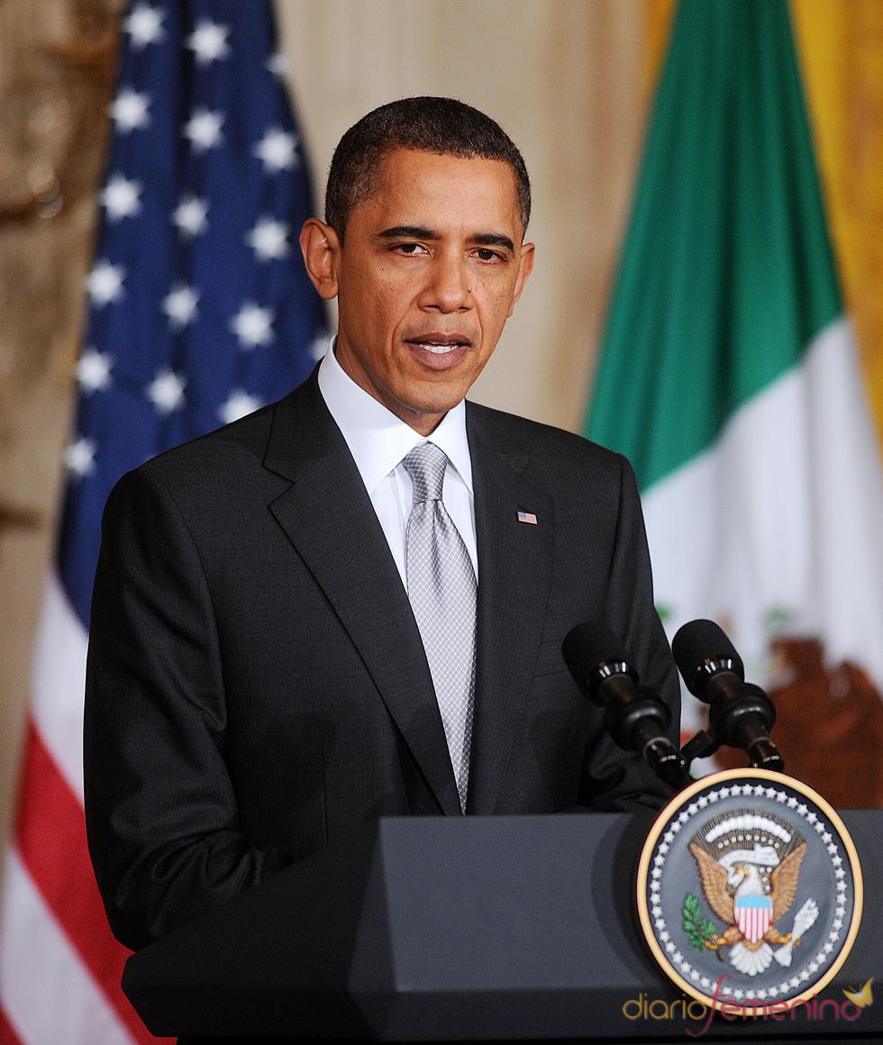 Barack Obama dando una conferencia en México