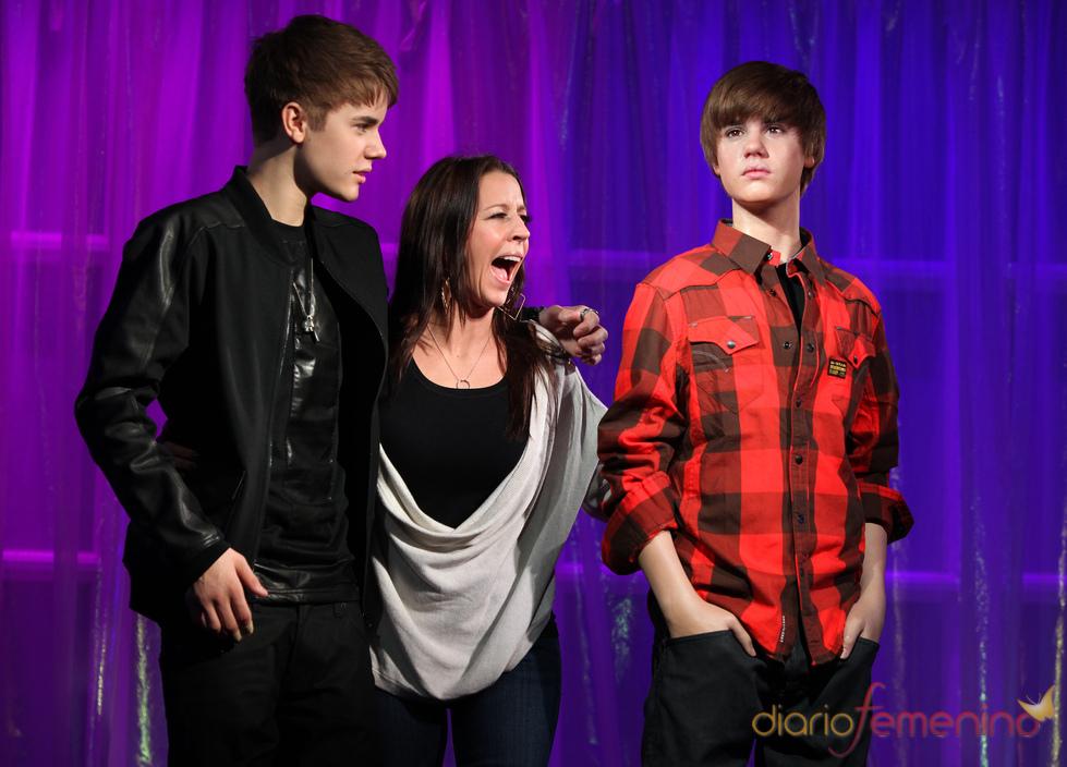 Justin Bieber y su madre descubren a su doble en Londres