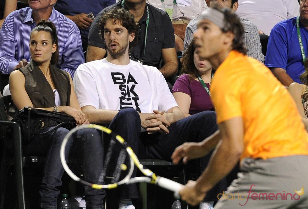 Pau Gasol en un partido de tenis de Rafa Nadal