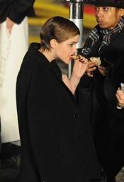 Emma Watson se toma un pinchito tras una larga noche de rodaje