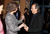 La Reina Sofía saluda a Serrat en Ecuador