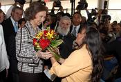La Reina Sofía, agasajada con unas flores