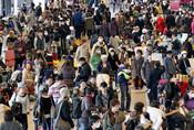 Pasajeros en un aeropuerto japonés