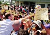 El príncipe Guillermo arropado por el pueblo en su visita a Australia