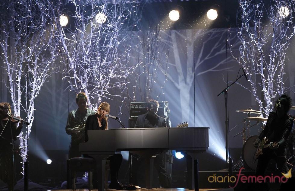Taylor Swift canta en los American Music Awards 2010