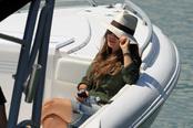 Elena Tablada navegando el día del bautizo de su hija