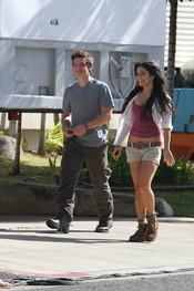 Vanessa Hudgens y Josh Hutcherson pasean juntos en Hawai
