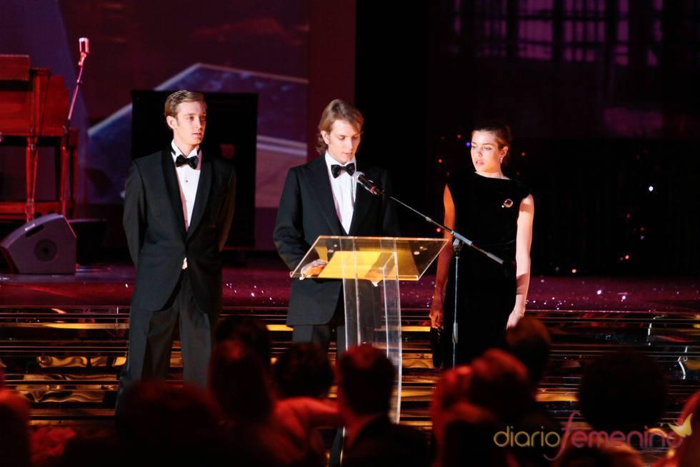Pierre, Andrea y Carlota Casiraghi en el Baile de la Rosa 2011