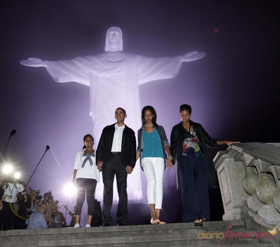 La familia de Barack Obama visita el Cristo Redentor del Corcovado